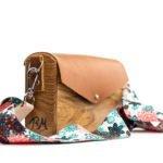 Χειροποίητη ξύλινη τσάντα boho flower brown – R&M